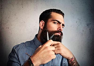 life4beard.ru мужчина мужик с бородой и ножницами брутальный мэн стрижка бороды