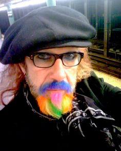 покраска-бороды  life4beard.ru мужчина с цветной бородой