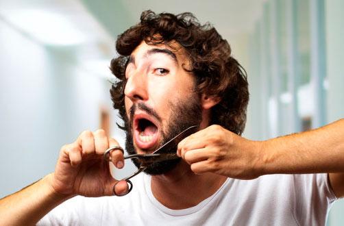 стрижка-барберскими-парикмахерскими-ножницами-bigstock-Man-Cutting-Beard-indoor-41406148-728x330