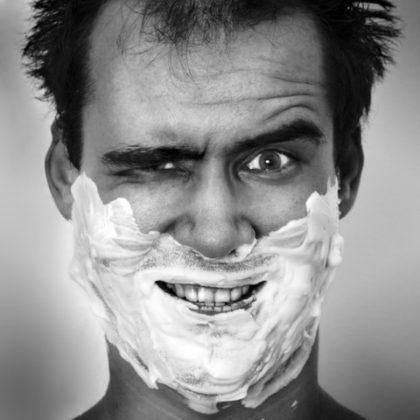 life4beard.ru пена для бритья мужик бреется борода из пены кремя для бритья намыленная рожа