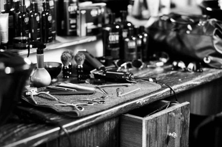 life4beard.ru старый old barbershop barber парикмахерская барбершоп барбер бритье опасная бритва усы современный инструменты бритва ножницы триммер